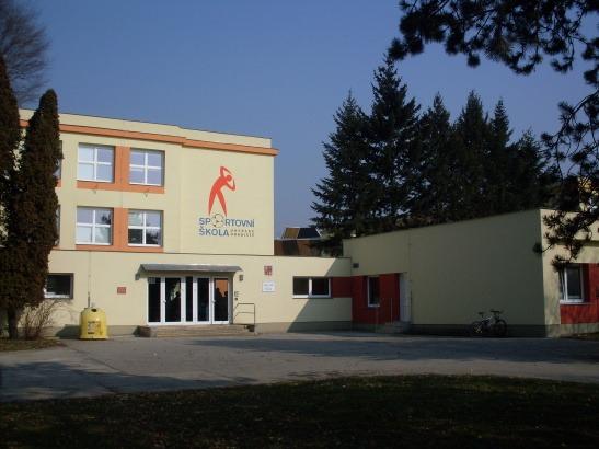 Základní škola, Sportovní 777, UH