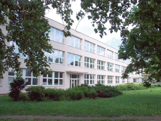 Základní škola, Za Alejí 1073, UH