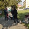 Siesta bezdomovců u Státního okresního archivu